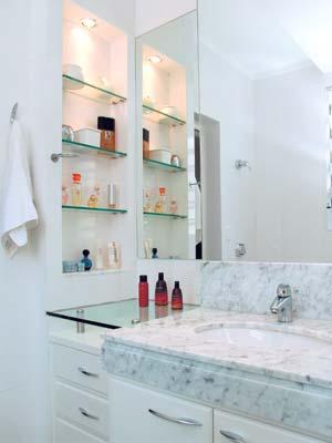 Projeto-de-Banheiro-com-Prateleiras-em-Vidro-Temperado