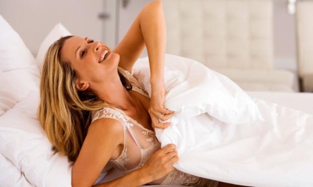 mulher-feliz-acordando-cedo-29883-1