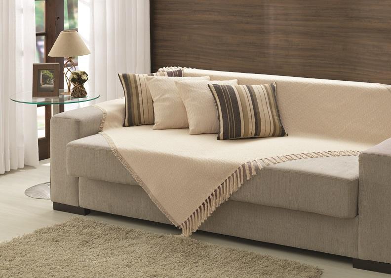 Veja como decorar apartamentos alugados gastando pouco for Manta no sofa como usar